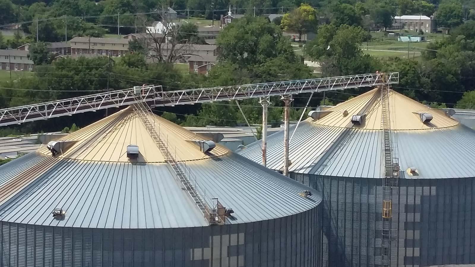 Meyer Method 380, silo caps